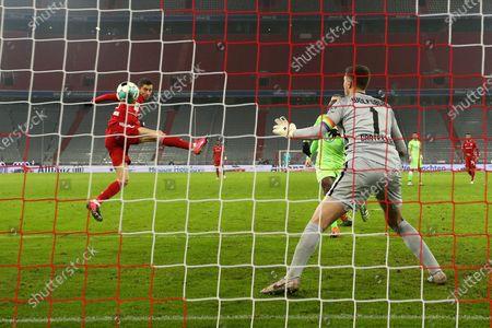 Robert Lewandowski of Bayern Munich scores their team's first goal past Koen Casteels of VfL Wolfsburg during the Bundesliga match between FC Bayern Muenchen and VfL Wolfsburg at Allianz Arena in Munich, Germany, 16 December 2020.