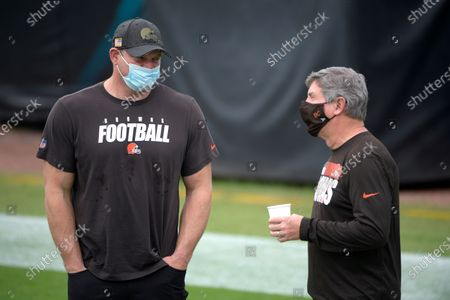 Former Cleveland Browns offensive tackle Joe Thomas, left, talks with offensive line coach Bill Callahan before an NFL football game against the Jacksonville Jaguars, in Jacksonville, Fla