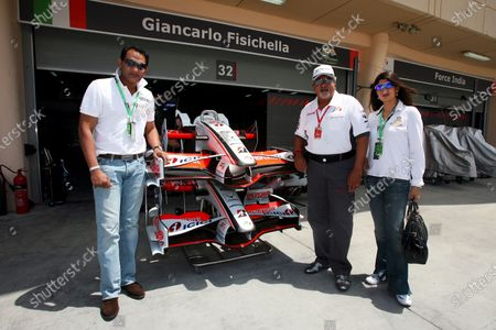 Dr. Vijay Mallya (IND) Force India F1 Team Owner with Mohammad Azharuddin (IND) Former Indian Cricket Captain (Left) and his wife Sangeeta Bijlani (IND) Bollywood Actress (Right). Formula One World Championship, Rd 3, Bahrain Grand Prix, Qualifying Day, Bahrain International Circuit, Bahrain, Saturday 5 April 2008.