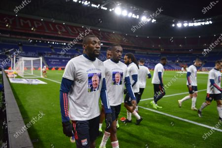 The players of the Lyon Olympique wear a warm-up tee-shirt bearing the effigy of Gerard Houllier, the one who marked the history of Les Gones
