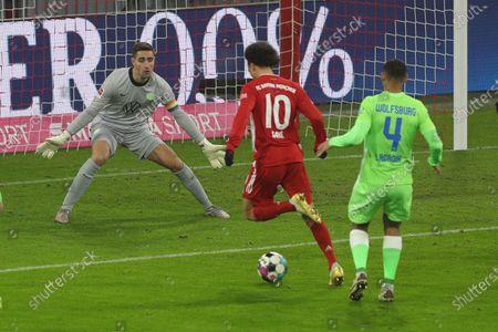 Koen Casteels #1 (VfL Wolfsburg), Leroy Sane #10 (FC Bayern Muenchen), Maxence Lacroix #4 (VfL Wolfsburg)
