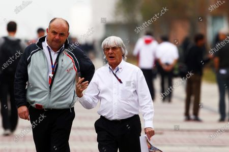 L-R: Ian Stone (GBR) FOM Communications with Bernie Ecclestone (GBR) CEO Formula One Group (FOM). Formula One World Championship, Rd 17, Korean Grand Prix, Qualifying Day, Korea International Circuit, Yeongam, South Korea, Saturday 23 October 2010.