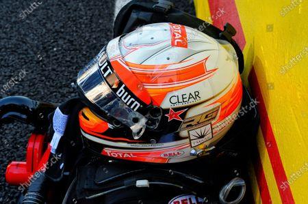 A star in tribute to Maria de Villota (ESP) on the helmet of Romain Grosjean (FRA) Lotus F1. Formula One World Championship, Rd15, Japanese Grand Prix, Race Day, Suzuka, Japan, Sunday 13 October 2013.