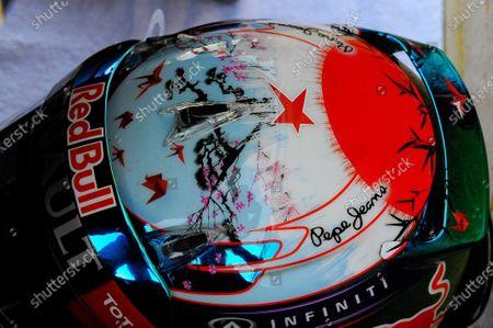 A star in tribute to Maria de Villota (ESP) on the helmet of Sebastian Vettel (GER) Red Bull Racing. Formula One World Championship, Rd15, Japanese Grand Prix, Race Day, Suzuka, Japan, Sunday 13 October 2013.