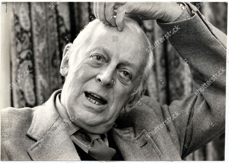 American Radio Commentator Alistair Cooke Talking To Daily Mail Writer Shaun Usher 1982.