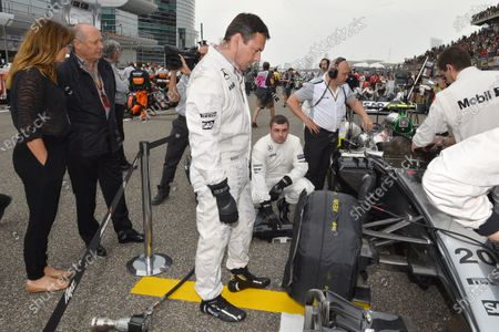 Ron Dennis (GBR) McLaren Executive Chairman and his girlfriend Carol Weatherall (GBR) look on at the car of Kevin Magnussen (DEN) McLaren MP4-29 on the grid. Formula One World Championship, Rd4, Chinese Grand Prix, Race, Shanghai, China, Sunday 20 April 2014.