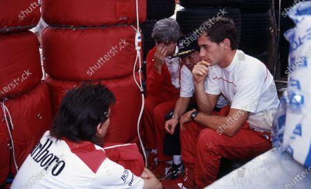 Ayrton Senna (BRA) MCLaren talks with Steve Nichols (USA), Gordon Murray (RSA) McLaren Designer and Osamu Goto (JPN) Honda Racing Team Leader. Formula One Championship, Rd15, Japanese Grand Prix, Suzuka, 30 October 1988.