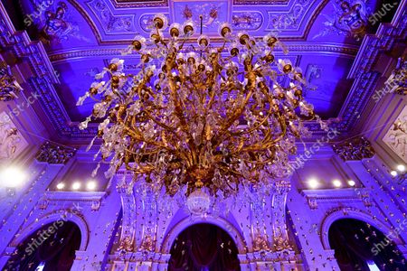 Belgian Royals celebrate Christmas at the Royal Palace with a Christmas concert rehearsal by the Scala choir, Throne Room decorated with an origami installation by Charles Kaisin, recording of Christmas greetings by members of the Royal Family and a traditional Christmas photo