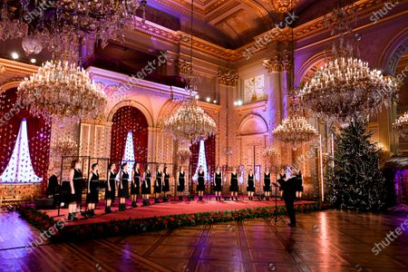 Scala. Belgian Royals celebrate Christmas at the Royal Palace with a Christmas concert rehearsal by the Scala choir, Throne Room decorated with an origami installation by Charles Kaisin, recording of Christmas greetings by members of the Royal Family and a traditional Christmas photo