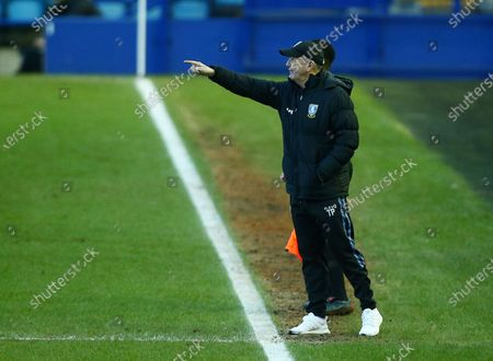 Sheffield Wednesday manager Tony Pulis issues instructions