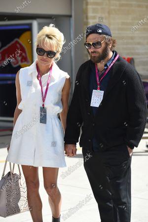 Pamela Anderson (USA) Actress and husband Rick Salomon (USA). Formula One World Championship, Rd17, United States Grand Prix, Qualifying, Austin, Texas, USA, Saturday 1 November 2014.
