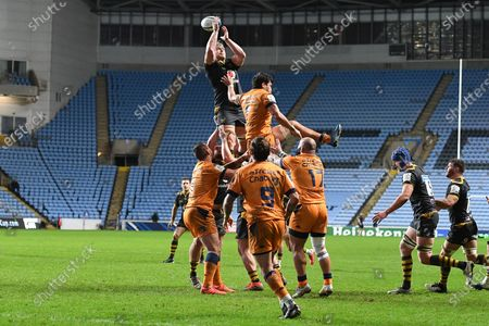 Wasps back row Ben Morris (6) wins a line out during the European Rugby Champions Cup match between Wasps and Montpellier Herault Rugby at the Ricoh Arena, Coventry