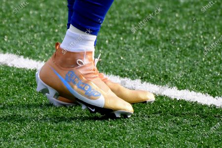 New York Giants wide receiver Golden Tate warms-up wearing special cleats before an NFL football game against the Arizona Cardinals, in East Rutherford, N.J