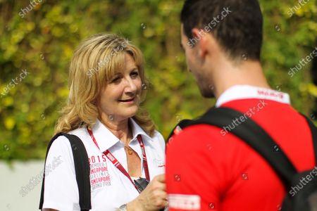 Louise Goodman (GBR) Goodman Media talks with Alexander Rossi at Formula One World Championship, Rd13, Singapore Grand Prix, Race, Marina Bay Street Circuit, Singapore, Sunday 20 September 2015.