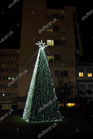 The voluntary association Koru operating in the municipality of Pagani , in agreement with the health managers of the civil hospital Andrea Tortora and the Mayor of the Municipality of Pagani , have installed at the entrance of the city hospital a Christmas tree visible as soon as you enter.A light of hope for all those who are suffering in this period of Christmas and a way to thank all health care workers, doctors and nurses, for the extraordinary work they are doing for the community in this difficult period of Covid-19