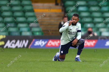 Leandro Bacuna of Cardiff City takes a knee ahead of kick off
