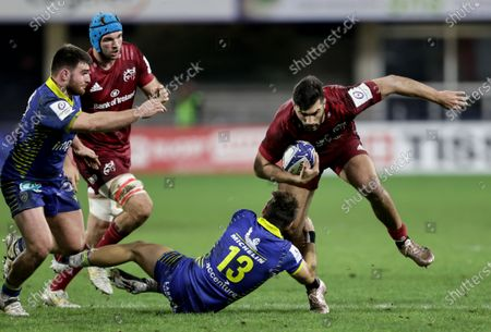 Clermont Auvergne vs Munster. Munster's Damian de Allende is tackled by Jean-Pascal Barraque of Clermont Auvergne