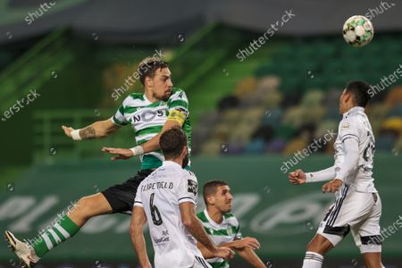Sporting player Sebastian Coates (L) vies for the ball with Farense player Filipe Melo (R) during the Portuguese First League soccer match between Sporting and Farense, held at Alvalade Stadium in Lisbon, Portugal, 19 December 2020.