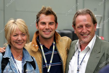 (L to R): Trudie Goodwin (GBR), aka June Ackland from ITV Ploice Drama 'The Bill';  Daniel McPherson (AUS) aka Joel Samuels from Australian Soap 'Neighbours'; Mark Wingett (GBR) aka Jim Carver from ITV Ploice Drama 'The Bill'. Formula One World Championship, Rd1, Australian Grand Prix, Race Day, Albert Park, Melbourne, Australia, 6 March 2005. DIGITAL IMAGE