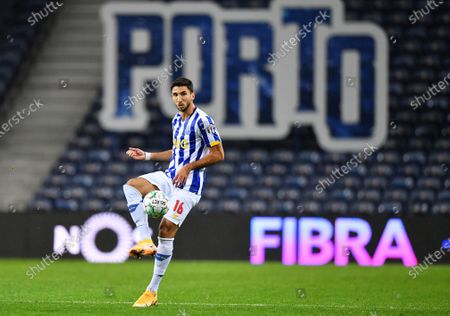 Marko Grujic of FC Porto comes forward on the ball; Dragao Stadium, Porto, Portugal; Portuguese Championship 2020/2021, FC Porto versus Nacional.