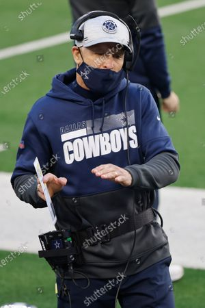 Stock Image of Dallas Cowboys defensive coordinator Mike Nolan talks to players on the sideline during the first half of an NFL football game against the San Francisco 49ers in Arlington, Texas
