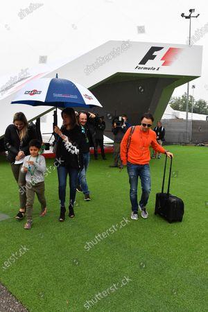 Felipe Massa (BRA) Williams with his wife Rafaela Bassi (BRA) and son Felipinho Massa (BRA) at Formula One World Championship, Rd5, Spanish Grand Prix, Preparations, Barcelona, Spain, Thursday 11 May 2017.