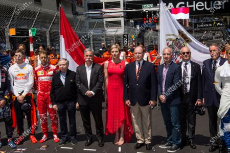 Jean Todt (FRA) FIA President, Chase Carey (USA) Chief Executive Officer and Executive Chairman of the Formula One Group, Princess Charlene of Monaco, Charlene Wittstock (RSA), and HSH Prince Albert of Monaco (MON) on the grid at Formula One World Championship, Rd6, Monaco Grand Prix, Race, Monte-Carlo, Monaco, Sunday 28 May 2017.
