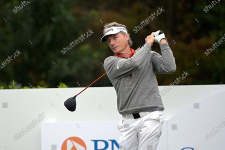 Bernhard Langer, of Germany, warms up before his tee shot on the first hole during the final round of the PNC Championship golf tournament, in Orlando, Fla