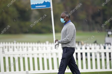 Vijay Singh, of Fiji Islands, wears a mask on the putting green before starting during the final round of the PNC Championship golf tournament, in Orlando, Fla