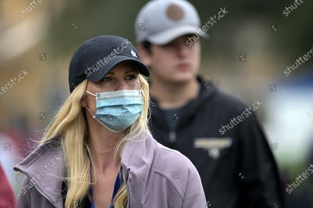 Elin Nordegren follows Tiger Woods and their son Charlie on the 10th hole during the final round of the PNC Championship golf tournament, in Orlando, Fla