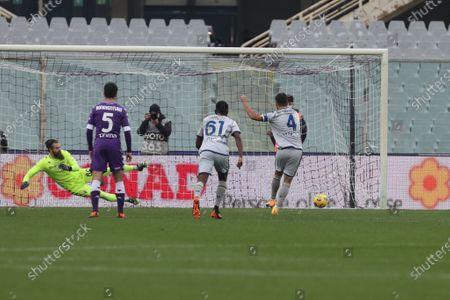 Miguel Veloso (Hellas Verona) scores a goal of 1-0 (penalty)