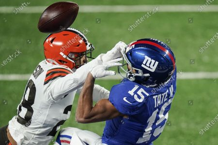 Cleveland Browns' Kevin Johnson, left, defends New York Giants' Golden Tate (15) during the second half of an NFL football game, in East Rutherford, N.J