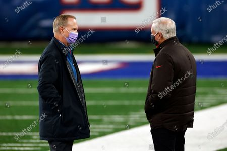 New York Giants owner John Mara talks with Cleveland Browns owner Jimmy Haslam before an NFL football game, in East Rutherford, N.J