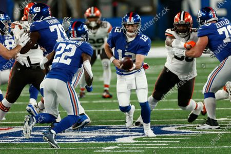 New York Giants quarterback Colt McCoy (12) hands the ball off to running back Wayne Gallman (22) during an NFL football game against the Cleveland Browns, in East Rutherford, N.J