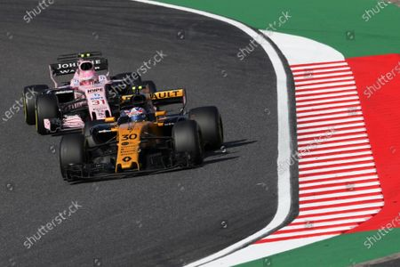 Jolyon Palmer (GBR) Renault Sport F1 Team RS17 and Esteban Ocon (FRA) Force India VJM10 at Formula One World Championship, Rd16, Japanese Grand Prix, Race, Suzuka, Japan, Sunday 8 October 2017.