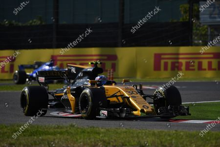 Jolyon Palmer (GBR) Renault Sport F1 Team RS17 at Formula One World Championship, Rd16, Japanese Grand Prix, Race, Suzuka, Japan, Sunday 8 October 2017.