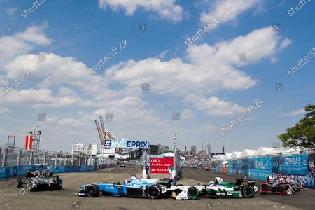 Nicolas Prost (FRA), Renault e.Dams, Renault Z.E 17, leads Lucas Di Grassi (BRA), Audi Sport ABT Schaeffler, Audi e-tron FE04.