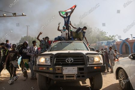 Two years after the revolution, Sudan sinks into crisis.  On December 19, 2018, hundreds of Sudanese rose up in several cities across the country to protest the government's decision to triple the price of bread. The movement will lead, four months later, to the dismissal of President Omar al-Bashir. Incarcerated in Khartoum since then, the ousted president could soon be handed over to the International Criminal Court (ICC) in The Hague, where he must face charges of genocide and war crimes.