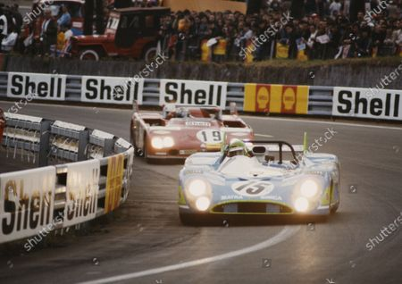 Henri Pescarolo / Graham Hill, Equipe Matra-Simca Shell, Matra-Simca MS670, leads Rolf Stommelen / Giovanni Galli, Autodelta, Alfa Romeo 33TT3.