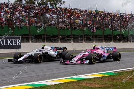 Esteban Ocon, Racing Point Force India VJM11 and Sergey Sirotkin, Williams FW41 battle