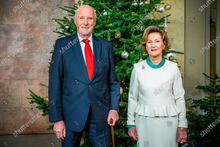 Norgewian King Harald and Queen Sonja pose for Christmas photographs at the Royal Palace in Oslo, Norway, 15 December 2020 (issued 21 December 2020).