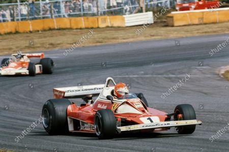 Niki Lauda, Ferrari 312T2 leads James Hunt, McLaren M23 Ford.