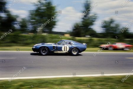 Jack Sears / Richard Thompson, AC Cars Ltd, Shelby Cobra Daytona, 8th position.
