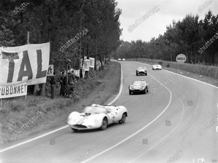 Walt Hansgen / Bruce McLaren, Briggs Cunningham, Maserati Tipo 63, leads David Cunningham / Ed Hugus, North American Racing Team, OSCA Sport 1000, André Wicky / Edgar Berney, Ecurie Lausannoise, A.C. Ace - Bristol, and Augie Pabst / Richard Thompson, Briggs Cunningham, Maserati Tipo 63.