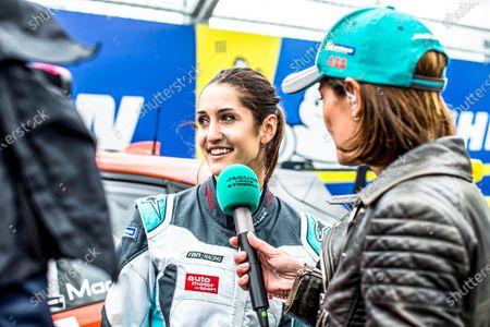 Célia Martin (FRE), Viessman Jaguar eTROPHY Team Germany, is interviewed by Presenter Amanda Stretton