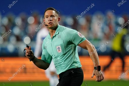Referee Steve Martin