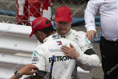 Valtteri Bottas, Mercedes AMG F1, 3rd position, congratulates team Dietrich Mateschitz, Co-Founder and CEO, Red Bull GmbH Lewis Hamilton, Mercedes AMG F1, 1st position