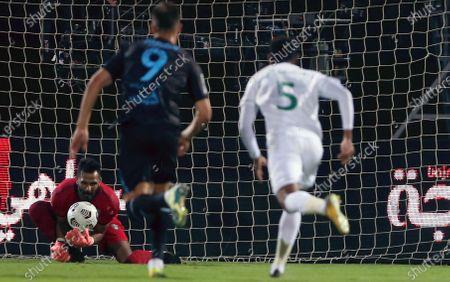 Al-Ahli's goalkeeper Mohammed Al-Owais (L) catches the ball during the Saudi Professional League soccer match between Al-Ahli and Al-Fateh at King Abdullah Sport City Stadium, 30 kilometers north of Jeddah, Saudi Arabia, 22 December 2020.