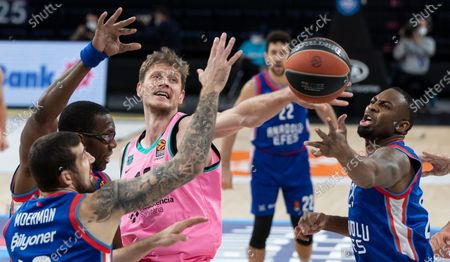 Barcelona's Artem Pustovyi (C) in action against Anadolu Efes' James Anderson (R), Bryant Dunston (2-L) and Adrien Moerman (L)  during the Euroleague basketball match between Anadolu Efes and Barcelona in Istanbul, Turkey, 22 December 2020.