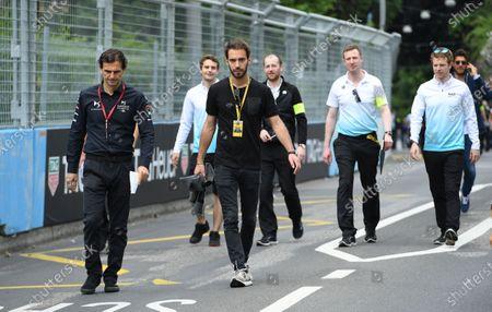 Jean-Eric Vergne (FRA), DS TECHEETAH, walks the track with Pedro de la Rosa, TECHEETAH Advisor